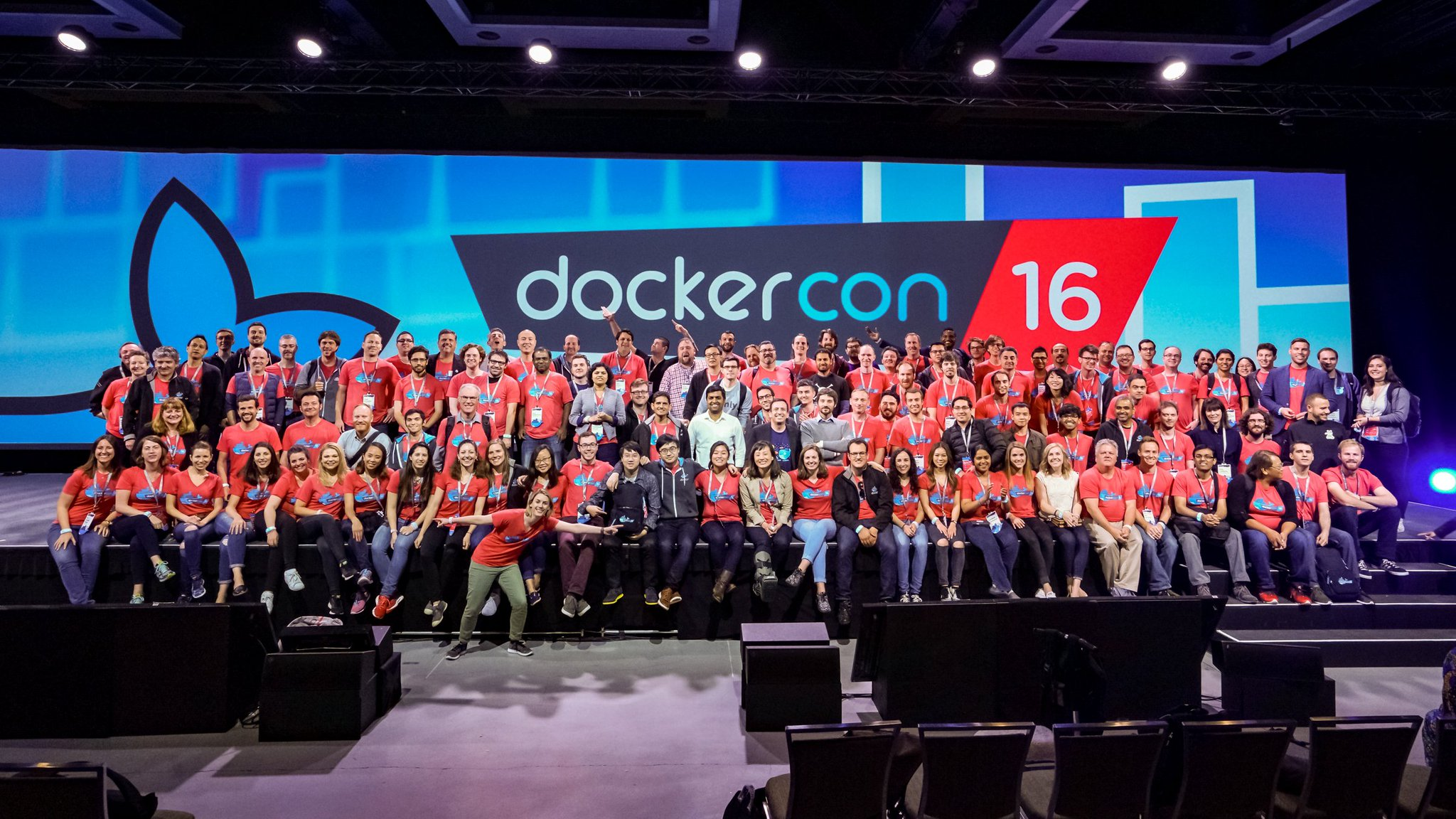dockercon-16-seattle-group-photo